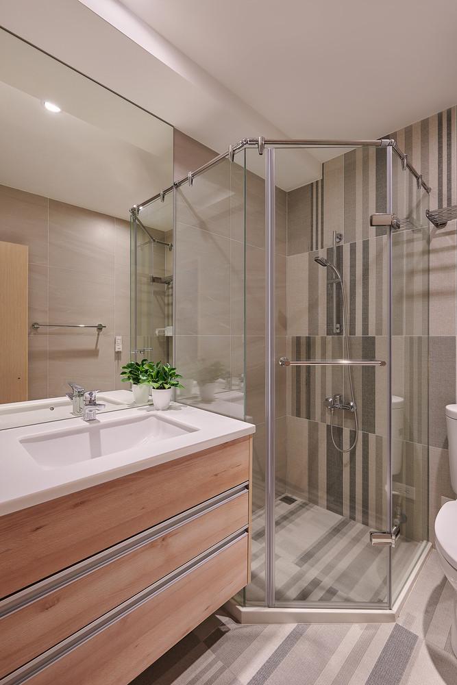 Phòng vệ sinh đơn giản, sạch sẽ