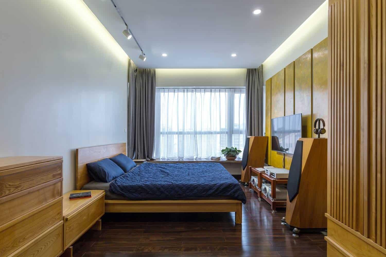 Phòng ngủ được thiết kế với chất liệu chủ đạo là gỗ tự nhiên