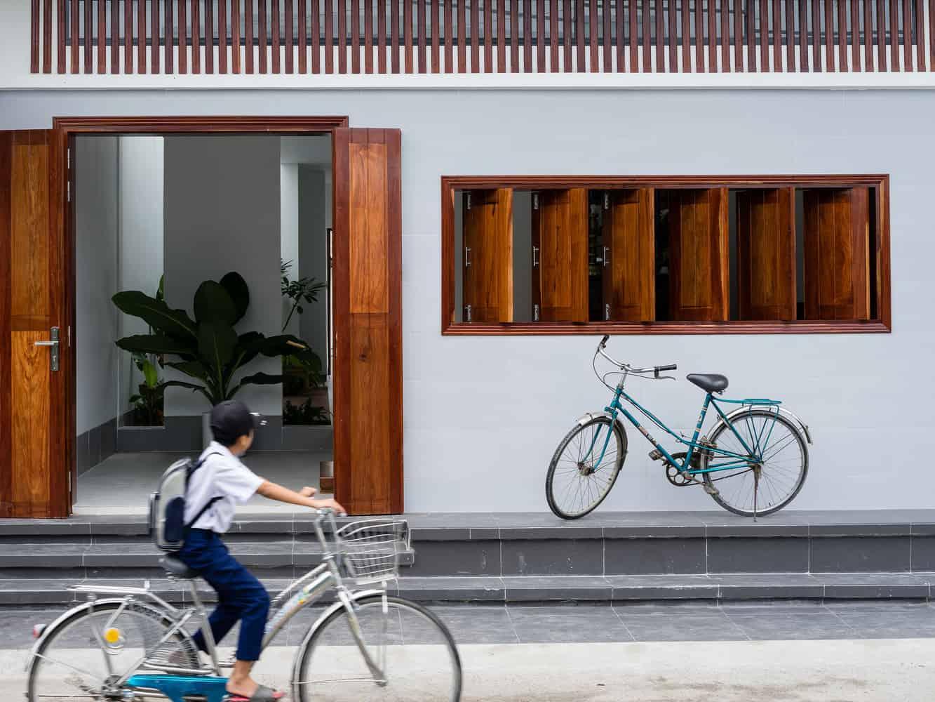 Ngôi nhà có diện tích 96 m2 thuộc một khu dân cư đông đúc ở huyện Tuy Phong, Bình Thuận