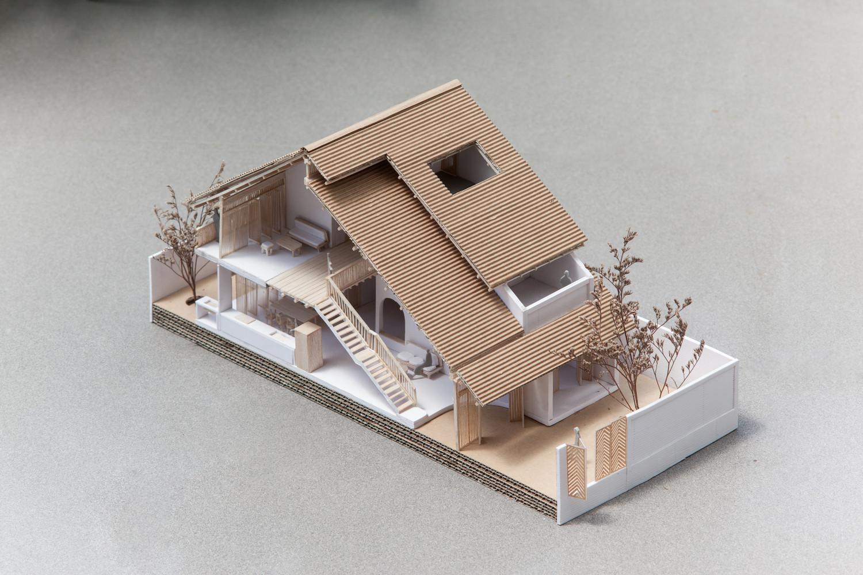 ...Và kiến trúc từ bên trái