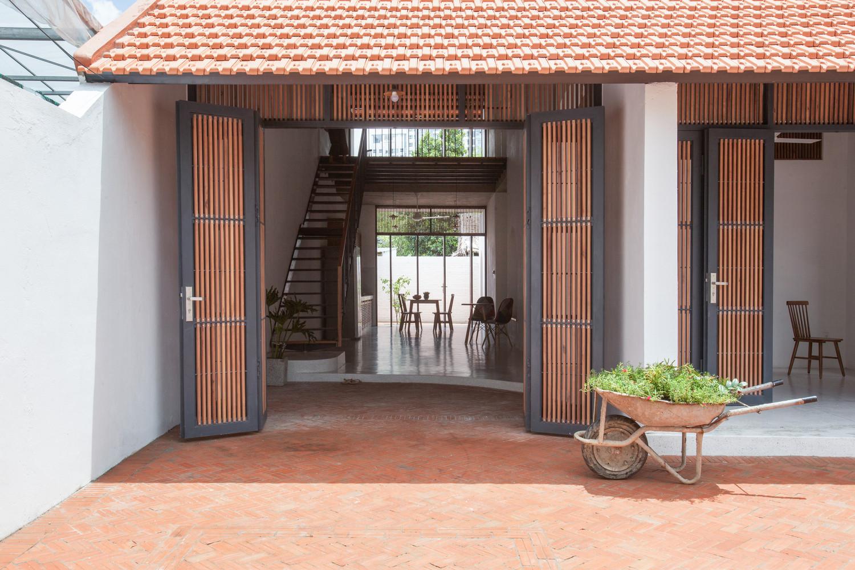 Ngôi nhà mang đến một vẻ đẹp giản dị nhưng vô cùng độc đáo với lối kiến trúc cổ xưa