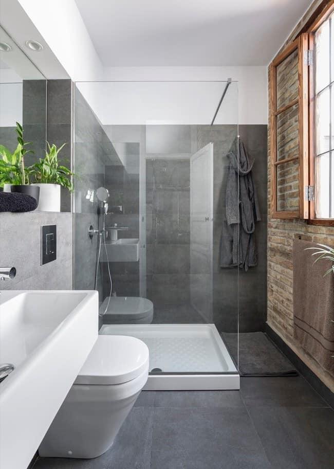 Nhà vệ sinh với diện tích nhỏ nhưng vô cùng gọn gàng, sạch sẽ