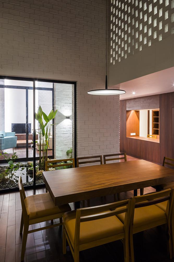 Phòng ăn với nội thất tinh tế, đơn giản