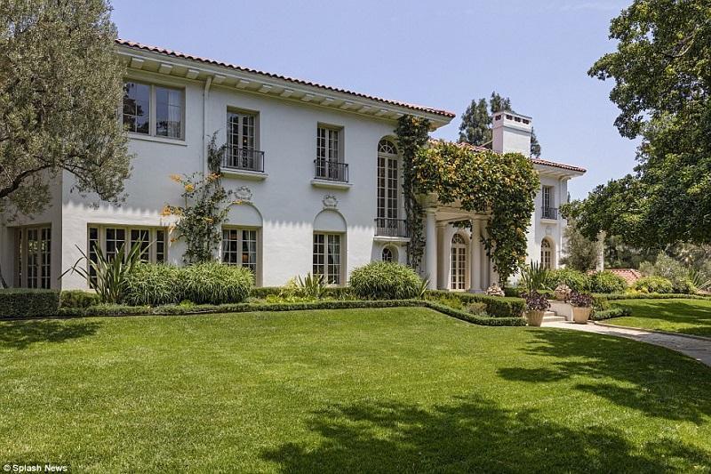 Căn biệt thự được Angelina Jolie mua để sinh sống cùng các con, sau khi chia tay Brad Pitt.