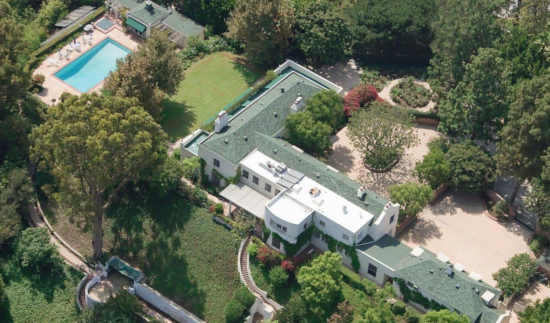 Góc nhìn từ trên cao xuống tại căn biệt thự của Taylor Swift.