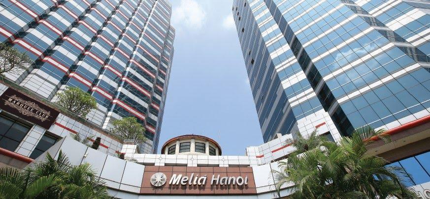 Melia Hà Nội tọa lạc trên đường Lý Thường Kiệt, Hoàn Kiếm.