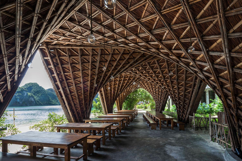 Cấu trúc tre lợp thành mái tranh, mang đến trải nghiệm văn hóa dân gian đích thực cũng như giảm tác động của môi trường.
