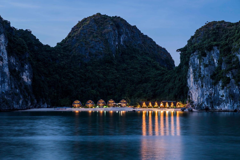 Khám phá resort bằng tre đầy ấn tượng trên vịnh Lan Hạ
