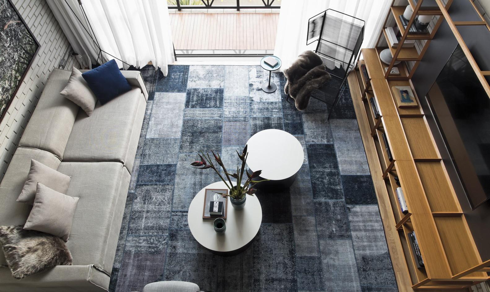 Không gian căn hộ trở nên dễ chịu, tinh tế hơn với sắc trắng.