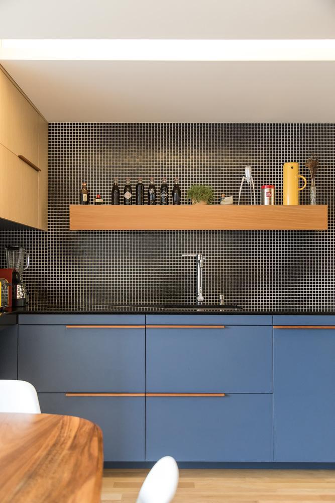 Phong cách tối giản và sang trọng được áp dụng xuyên suốt căn hộ