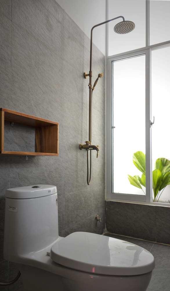 Phòng tắm cũng được thiết kế theo phong cách tối giản và sang trọng