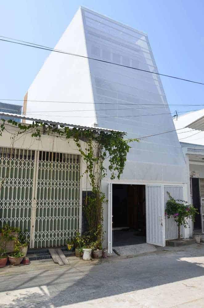 """Thiết kế """"xanh"""" đơn giản mà ấn tượng của ngôi nhà tại Nha Trang"""