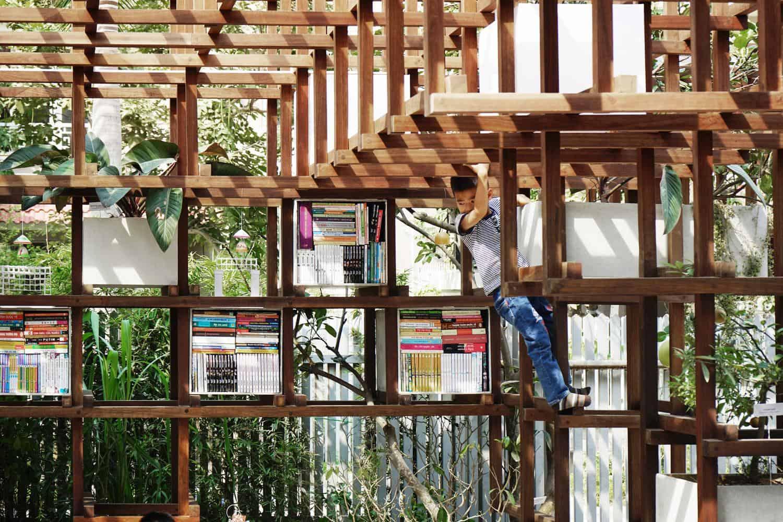 toi uu 55m2 nha thanh pho voi thiet ke dac biet vua co thu vien vua trong duoc rau sach 5 - Tối ưu 55m2 nhà thành phố với thiết kế đặc biệt: vừa có thư viện, vừa trồng được rau sạch