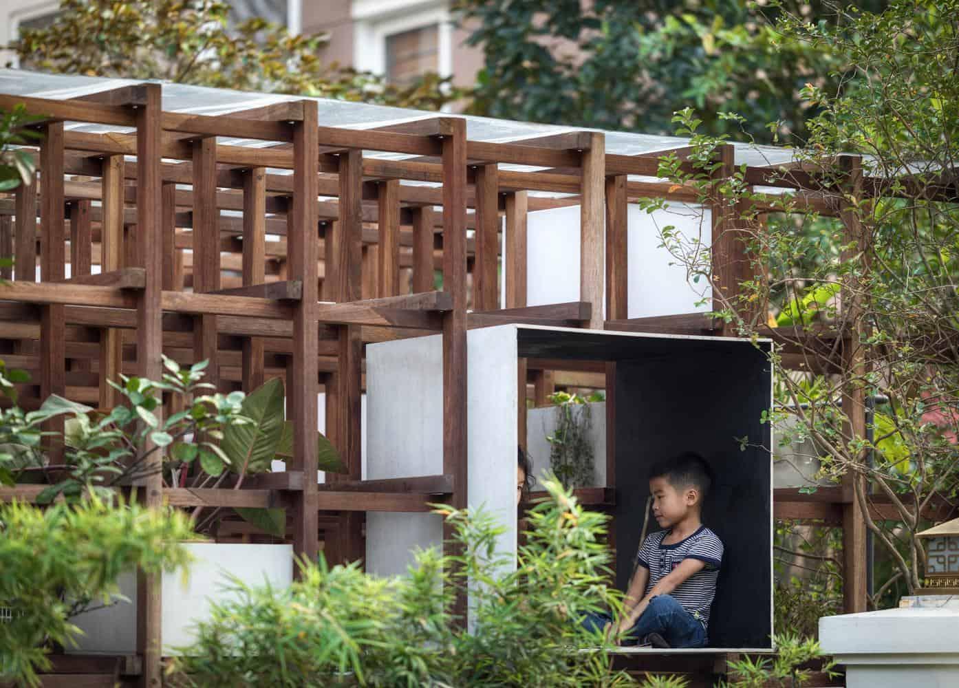 Tối ưu 55m2 nhà thành phố với thiết kế đặc biệt: vừa có thư viện, vừa trồng được rau sạch