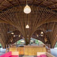 Vẻ đẹp ấn tượng, độc đáo của của quán bar, nhà hàng hình thuyền được dựng bằng tre