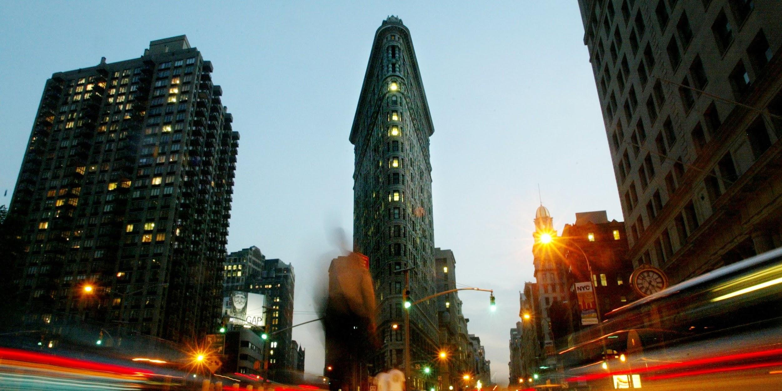 8. Flatiron - Một trong những tòa nhà chọc trời đầu tiên ở New York
