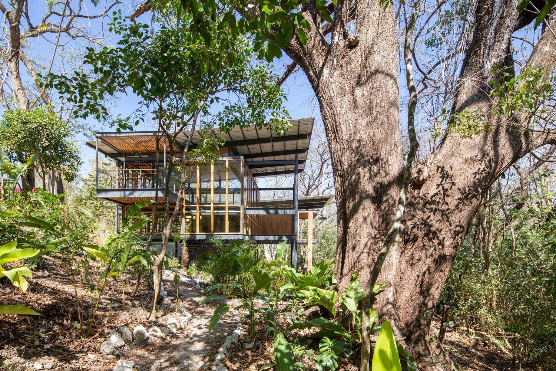 an tuong ngoi nha duoc thiet ke hoan toan bang go kinh va khung sat tai nosara costa rica 1 - Ấn tượng ngôi nhà được thiết kế hoàn toàn bằng gỗ, kính và khung sắt tại Nosara Costa Rica