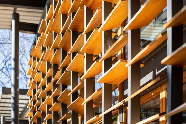 an tuong ngoi nha duoc thiet ke hoan toan bang go kinh va khung sat tai nosara costa rica 11 - Ấn tượng ngôi nhà được thiết kế hoàn toàn bằng gỗ, kính và khung sắt tại Nosara Costa Rica