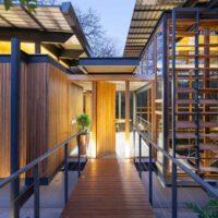 Ấn tượng ngôi nhà được thiết kế hoàn toàn bằng gỗ, kính và khung sắt tại nosara costa rica
