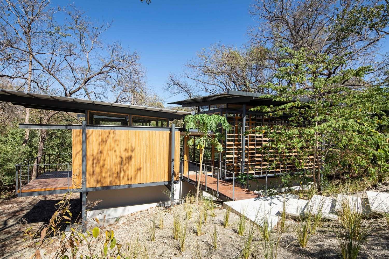 an tuong ngoi nha duoc thiet ke hoan toan bang go kinh va khung sat tai nosara costa rica 2 - Ấn tượng ngôi nhà được thiết kế hoàn toàn bằng gỗ, kính và khung sắt tại Nosara Costa Rica