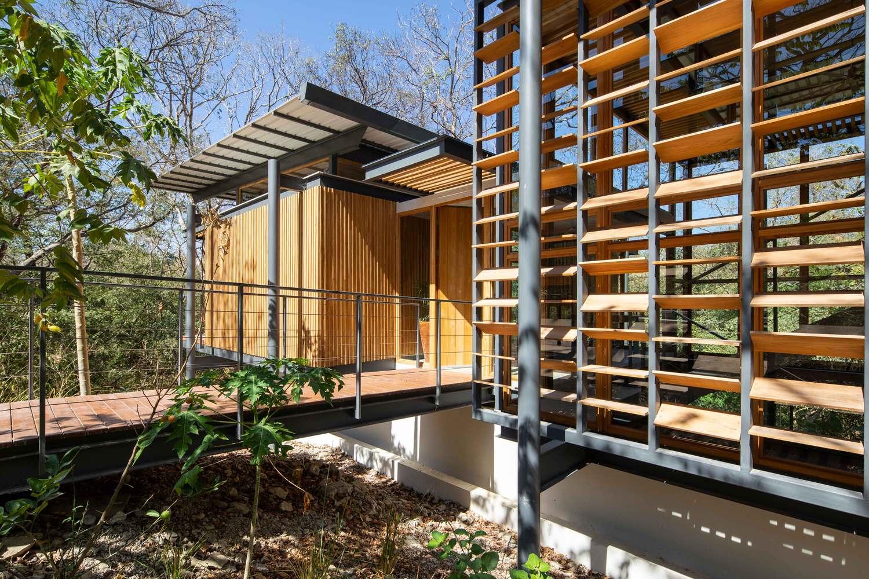 an tuong ngoi nha duoc thiet ke hoan toan bang go kinh va khung sat tai nosara costa rica 3 - Ấn tượng ngôi nhà được thiết kế hoàn toàn bằng gỗ, kính và khung sắt tại Nosara Costa Rica