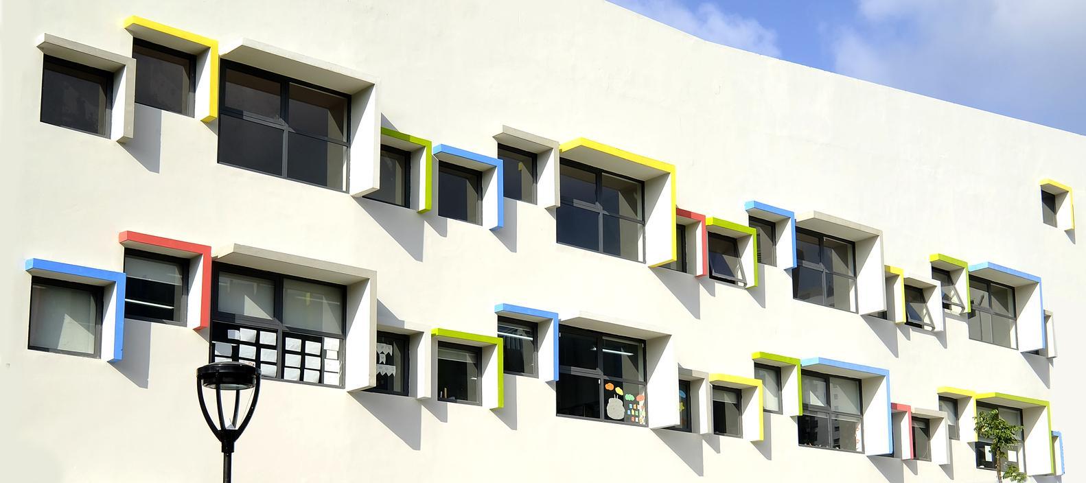 Những ô cửa sổ đầy màu sắc