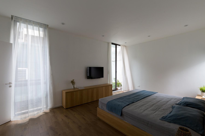 Phòng ngủ được thiết kế theo phong cách tối giản