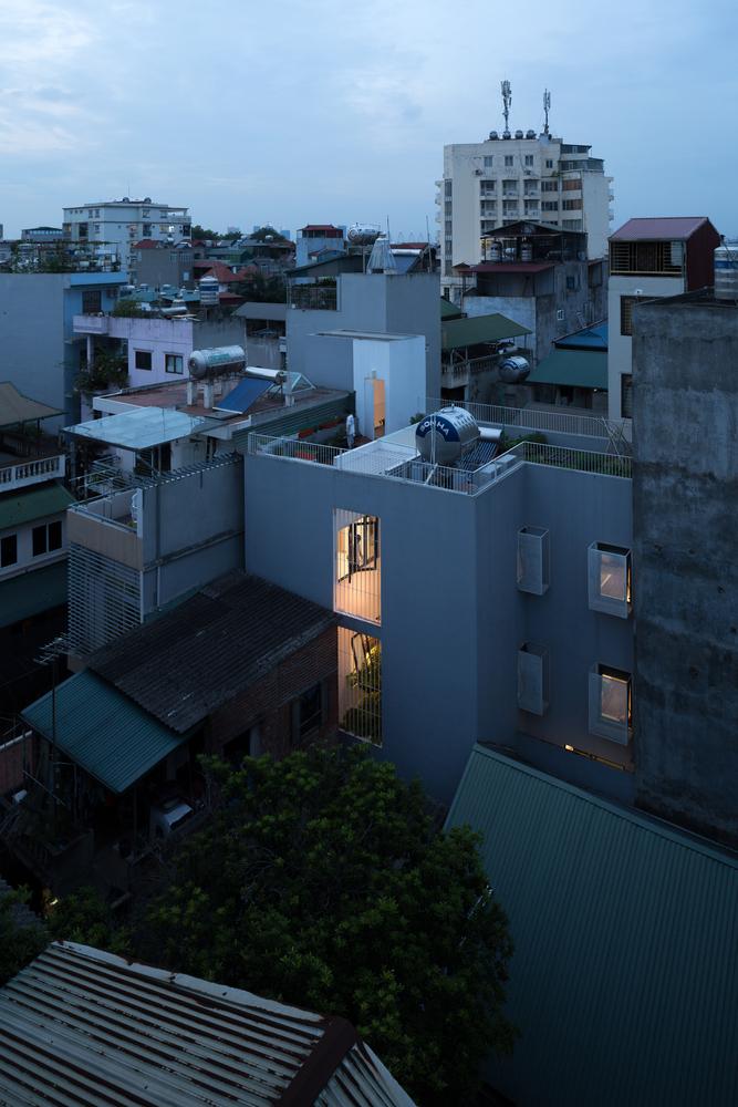 """Đưa nắng và gió vào """"ngôi nhà méo mó"""" trong con ngõ hẻm tại Hà Nội"""