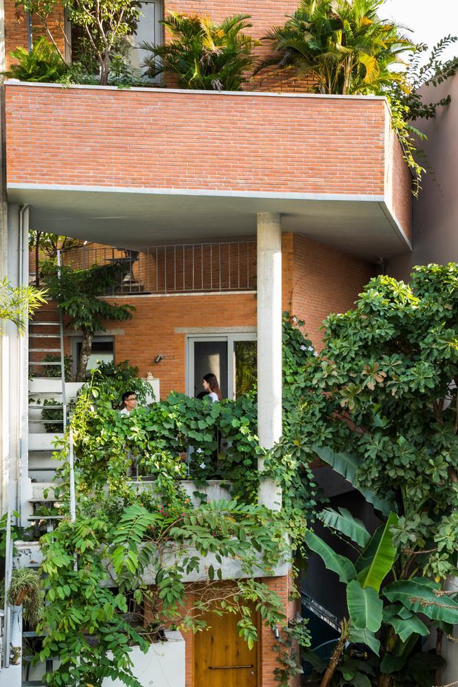 Choáng ngợp không gian tiện nghi đặc biệt trong ngôi nhà chưa tới 140m2 giữa lòng Sài Gòn