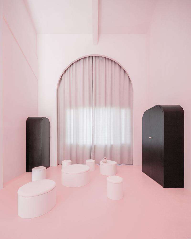 Những căn phòng mang phong cách siêu thực.