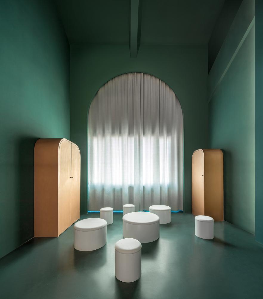 Nhờ hệ thống ánh sáng trong nhà, căn nhà có thể dễ dàng đổi màu toàn bộ từ tường, sàn nhà,…