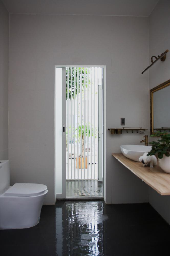 Vòi tắm hoa sen đơn giản, theo phong cách cổ xưa