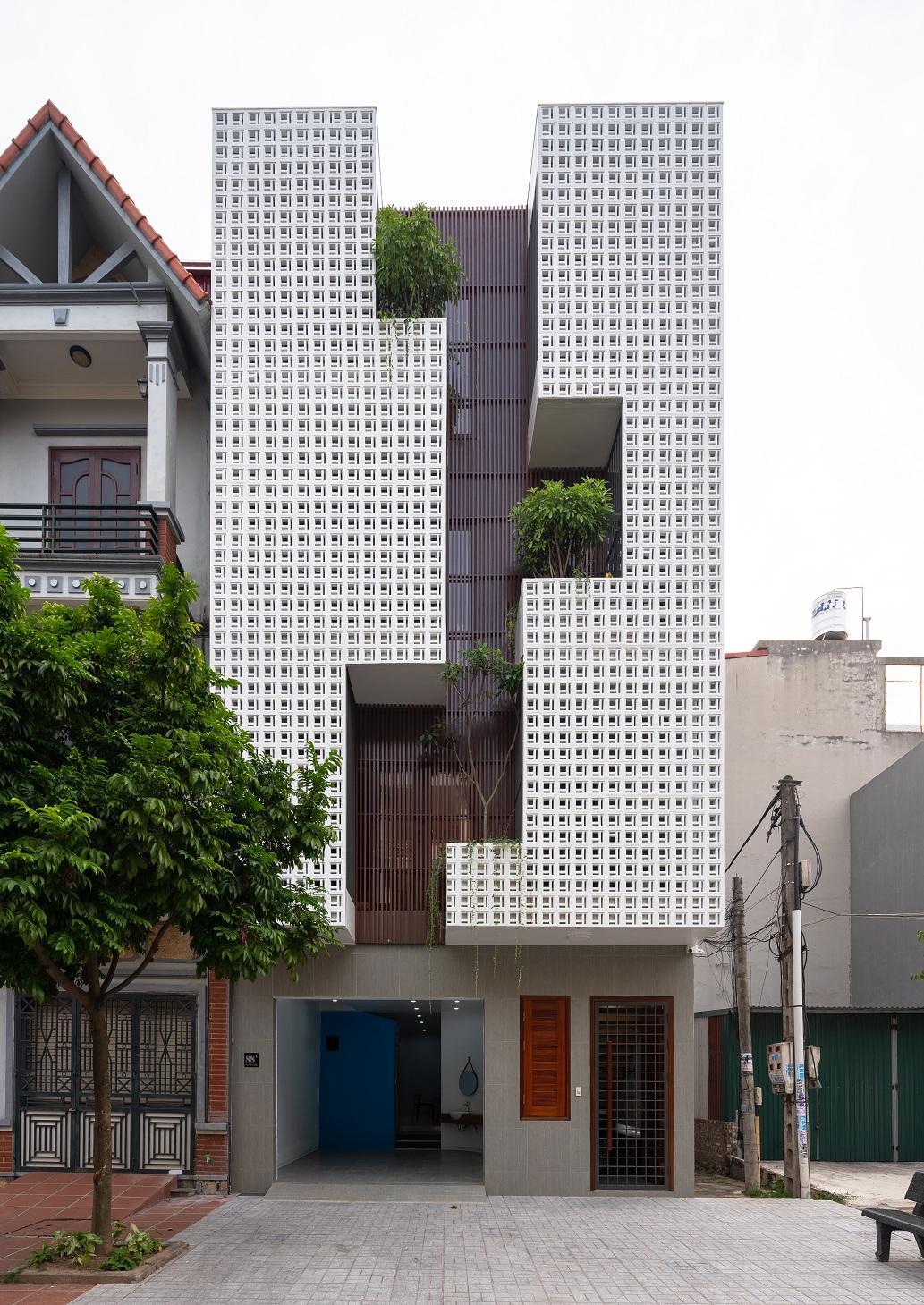 Mặt tiền ngôi nhà.